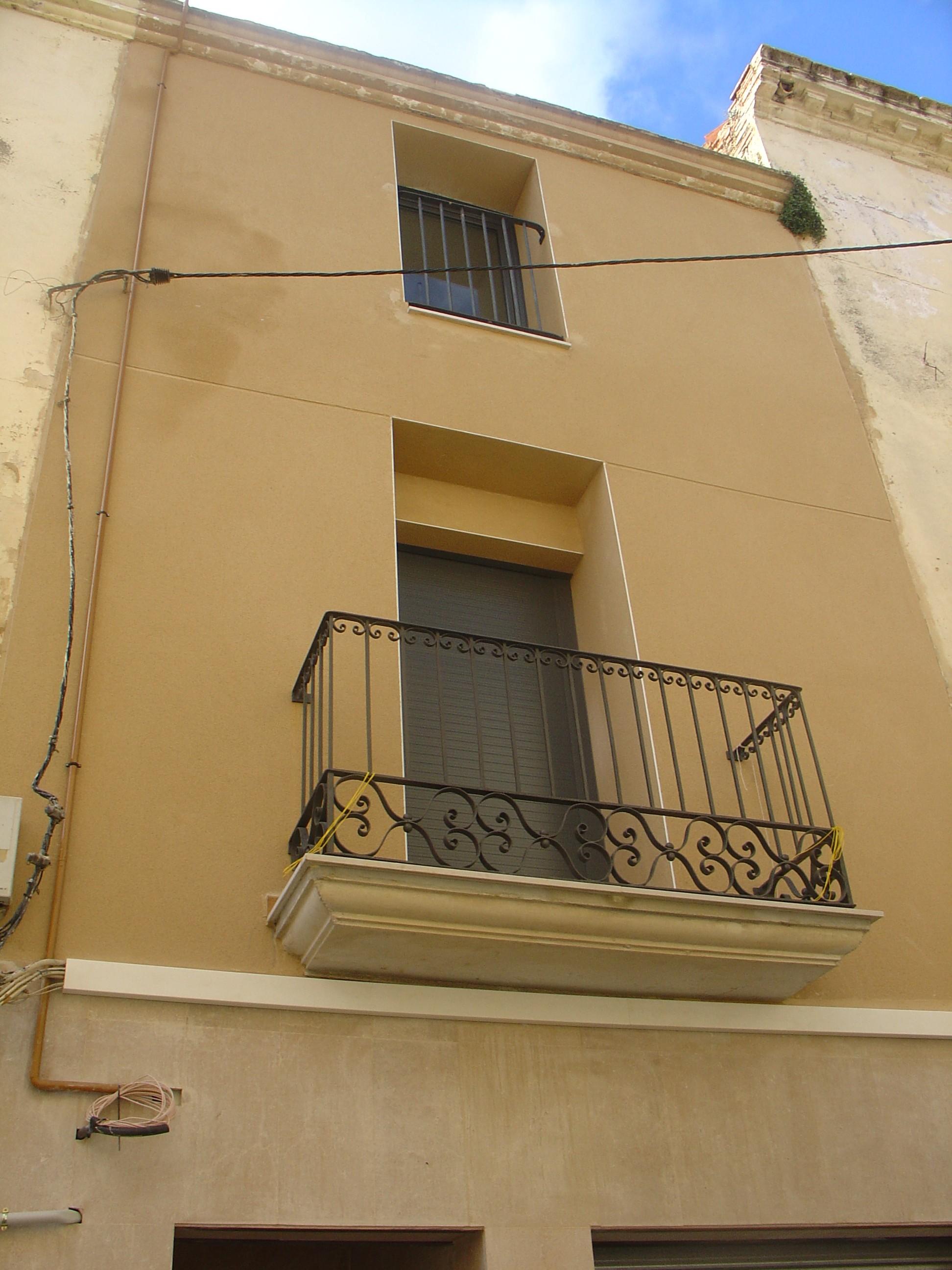 Habitatge entre mitgeres – Esparreguera